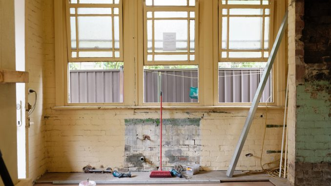 Selling A House That Needs Repairs on a Budget