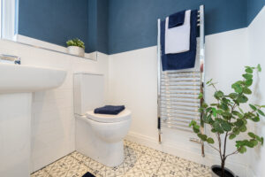 Bathroom that has been staged with various types of plants