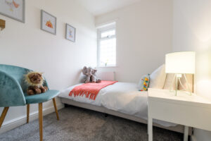 A child's bedroom that has benefitted from professional property staging